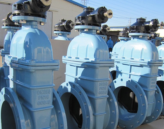 OEM Indian customer dn600-dn1200 cast iron soft seal gate valve is used for water treatment. After production, it has passed the quality inspection and meets the certification requirements